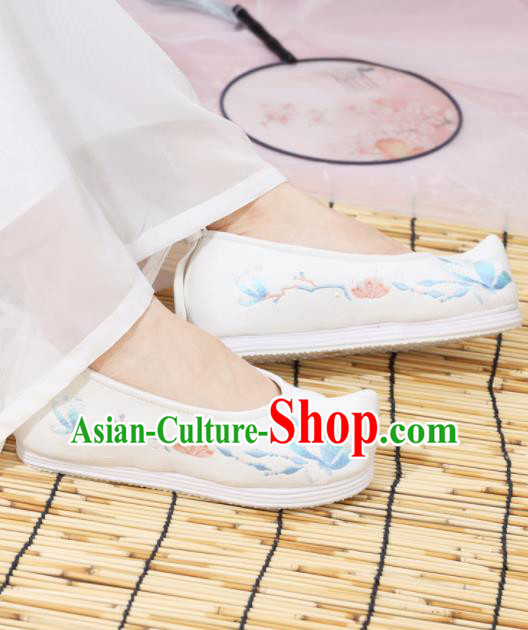 Traditional Chinese National Embroidered Magnolia White Shoes Ancient Princess Shoes Handmade Hanfu Shoes for Women