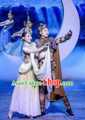 Chinese The Romantic Show of Mingyue Stage Show Dance Costumes for Women for Men