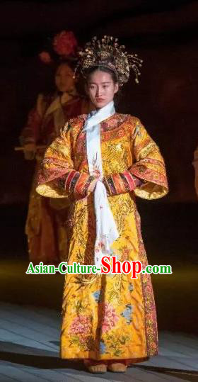 Chinese Peoformance In Panshan Mountain Qing Dynasty Queen Fucha Golden Dress Stage Performance Costume and Headpiece for Women