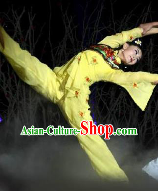 Chinese Dance Drama Wild Jujubes Classical Dance Yellow Dress Stage Performance Dance Costume and Headpiece for Women