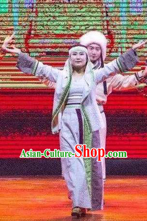 Ganzhou Musical Dance Chinese Hui Nationality Dress Stage Performance Dance Costume and Headpiece for Women