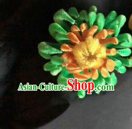 Traditional Chinese Ancient Qing Dynasty Green Velvet Chrysanthemum Hairpins Handmade Palace Hair Accessories for Women