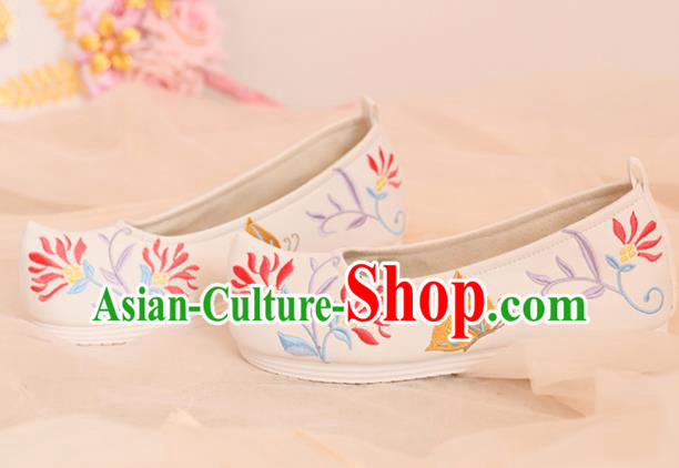 Chinese Traditional Shoes Opera Shoes Hanfu Princess Shoes Embroidered Butterfly White Shoes for Women