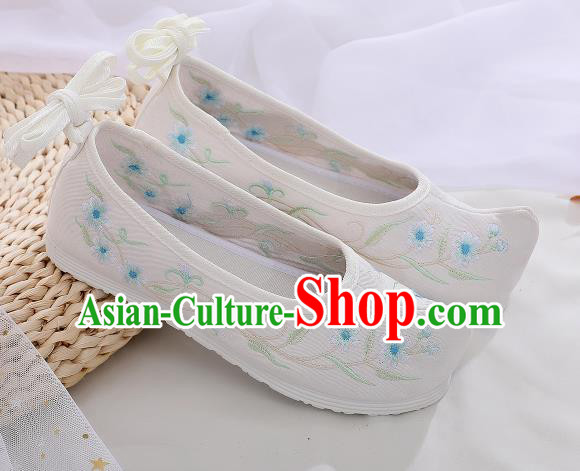 Asian Chinese Traditional Embroidered Frangipani White Shoes Hanfu Shoes National Cloth Shoes for Women